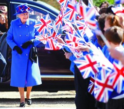 Britain's Queen Elizabeth arrives to open the Sainsbury Laboratory for Plant Sciences in the University of Cambridge Botanic Garden, in Cambridge, southern England April 27, 2011. REUTERS/Andrew Winning (BRITAIN - Tags: ENTERTAINMENT SOCIETY ROYALS)